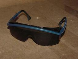 UVEX 6T275A/S1309 TINTED SAFETY GLASSES WITH BLUE TRIM 85408